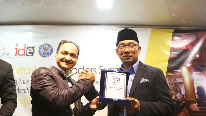 Sabet Award Tokoh Inspirasi, Ridwan Kamil Minta Anak Muda Pede