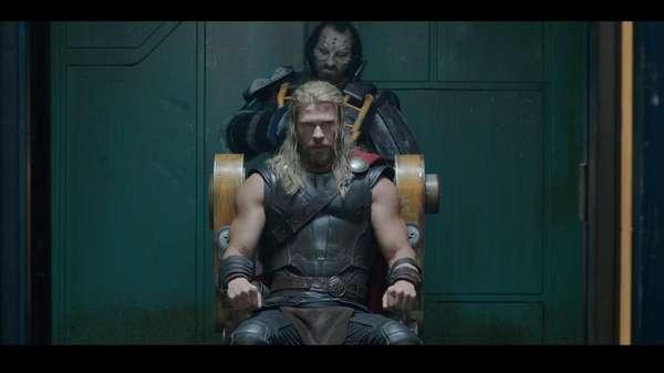 Lebih Ganteng Mana, Thor Rambut Panjang atau Pendek?