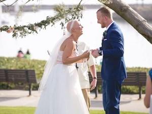 Karena Sakit, Wanita Ini Berkepala Plontos di Hari Pernikahannya