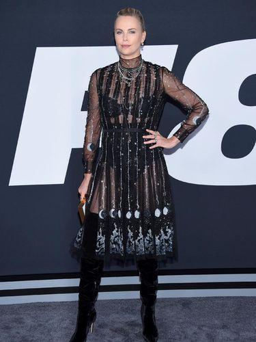 Foto: Gaya Terbaik Charlize Theron di Premier Fast & Furious 8