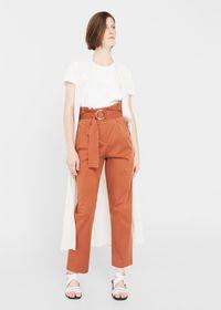 Tak Harus Selalu Jeans, 5 Celana Ini Juga Keren Dipakai Hangout