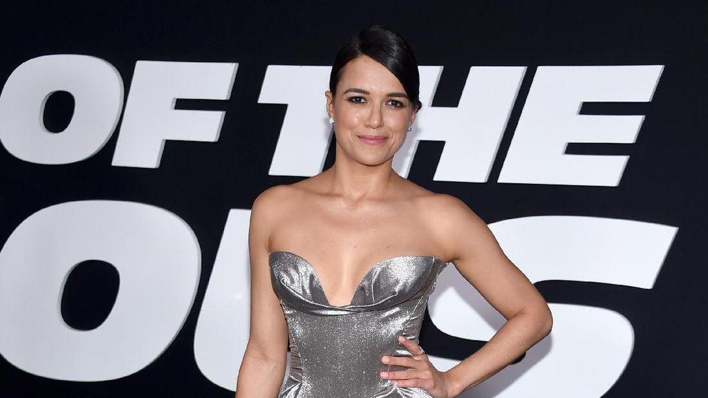 Transformasi Gaya Michelle Rodriguez, Bintang Seksi di Fast and Furious 8