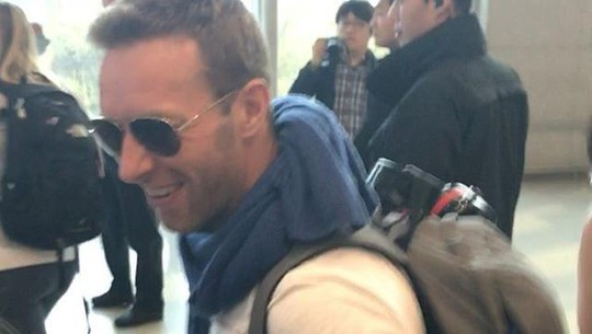 Beruntungnya, Penggemar Ini Dapat Tanda Tangan Chris Martin