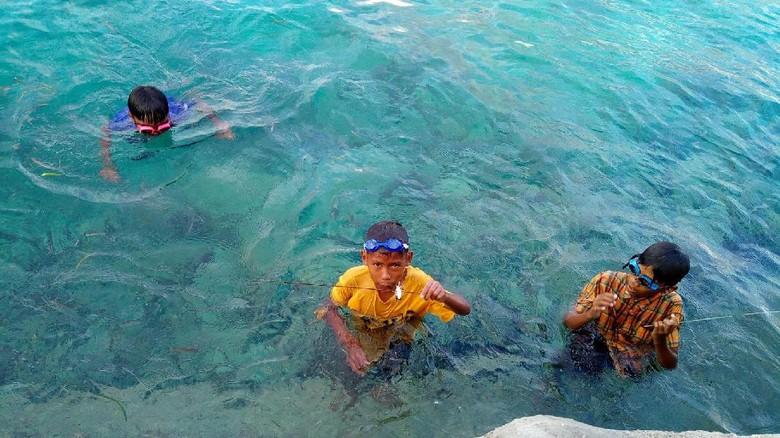 Anak-anak pencari ikan di Wakatobi (Mukhlis/detikTravel)