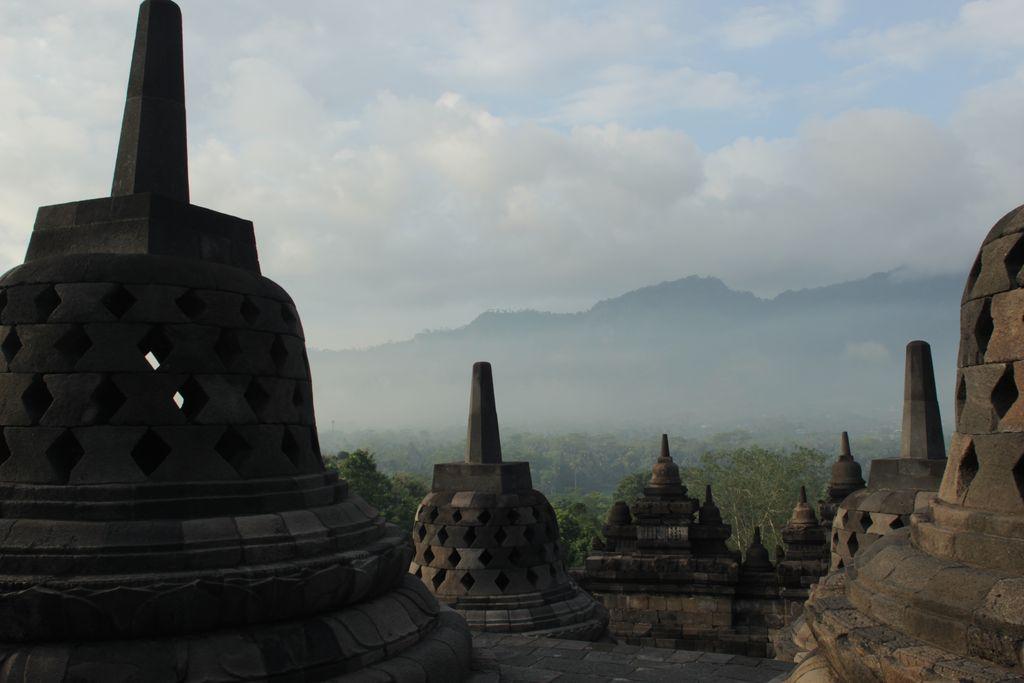 Sunrise Candi Borobudur difoto pada Jumat (14/4/2017)