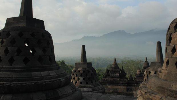 Candi ini adalah candi Buddha terbesar di dunia (Randy/detikTravel)