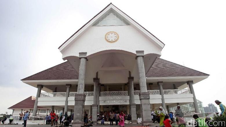 5 Hal tentang Masjid Daan Mogot yang Berarsitektur Khas Betawi (Lamhot Aritonang/detikcom)