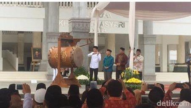 Jokowi saat meresmikan Masjid Raya KH Hasyim Asy'ari.