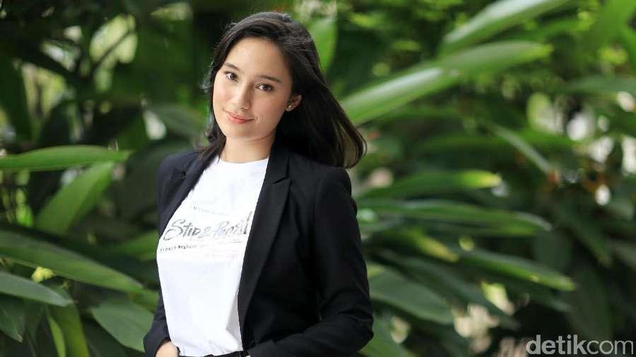 Ngantuk Siang-siang? Lihat Foto Tatjana Saphira Dulu Yuk!