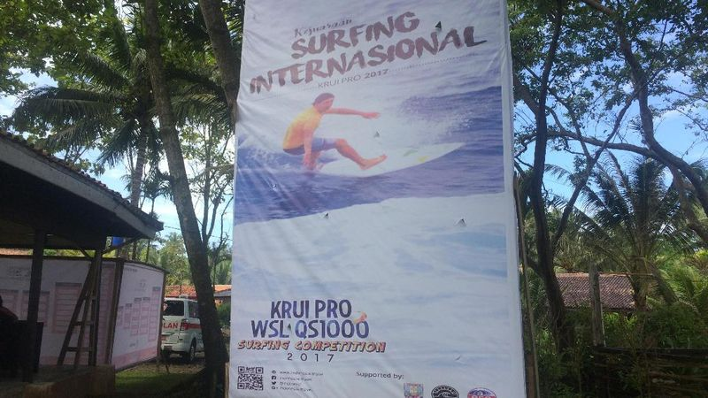 Setiap tahun, di pantai ini diadakan acara Krui Pro Surfing International. Tahun 2017 ini, lomba selancar bertaraf internasional itu diikuti oleh 53 orang peselancar dari mancanegara, dan 18 orang lainnya dari dalam negeri (Monica/detikTravel)