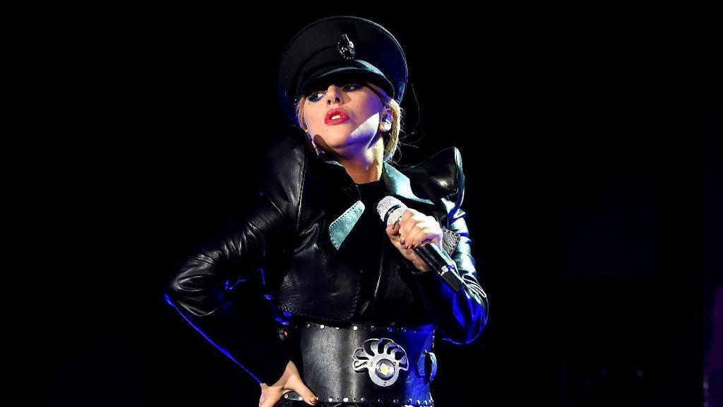 Curhat Lady Gaga Soal Penyakit Fibromylagia yang Dialaminya