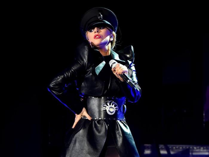 Lady Gaga mengumumkan di Twitternya bahwa ia mengidap fibromylagia. Foto: Kevin Winter/Getty Images for Coachella