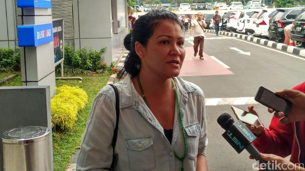 Kesedihan Melanie Subono saat Tuti Tursilawati Dieksekusi Mati