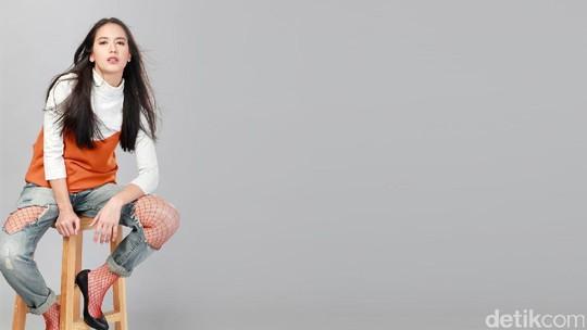 Tatapan Memikat Pevita Pearce di Bolder In 2 Years