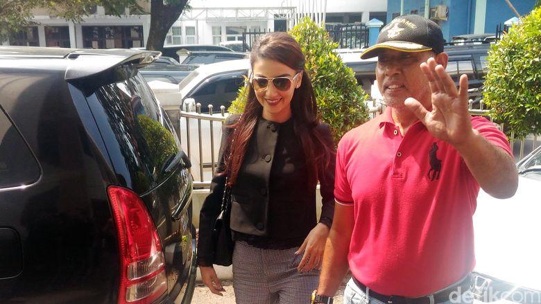 Tsania Marwa saat tiba di Pengadilan Agama Cibinong, Bogor, Jawa Barat pada Selasa (18/4/2017).