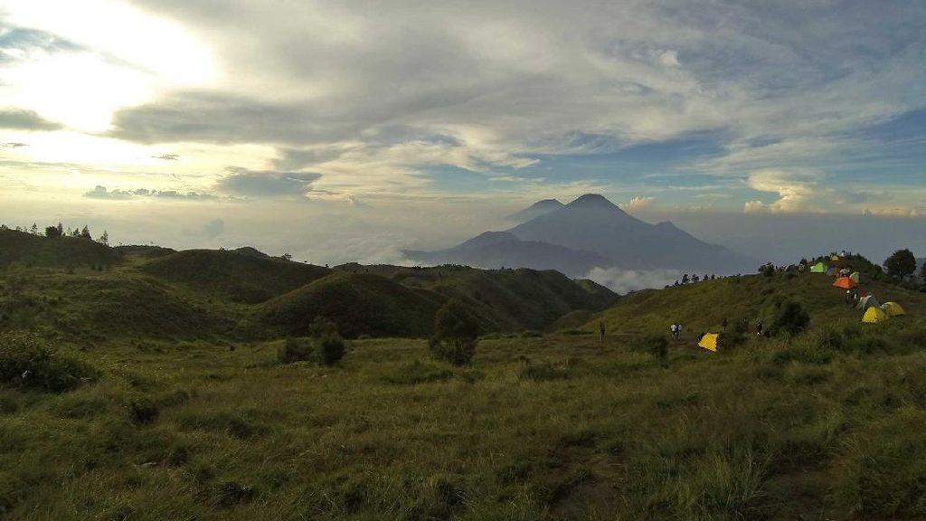 Kawah Sileri Meletus, Pendakian Gunung Prau Tetap Ramai