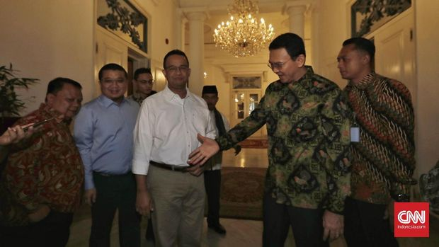 Anies Baswedan saat menemui Gubernur DKI Jakarta Basuki Tjahja Purnama di Balai Kota, Jakarta, Kamis, 20 April 2017.