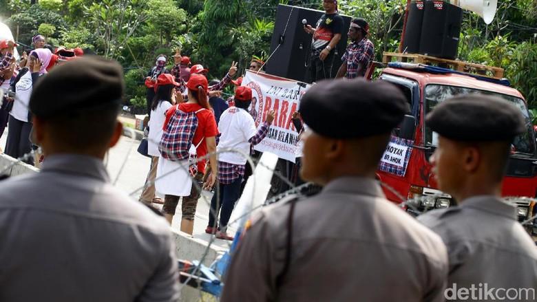 Polisi Jaga Ketat Demo Sidang Tuntutan Ahok