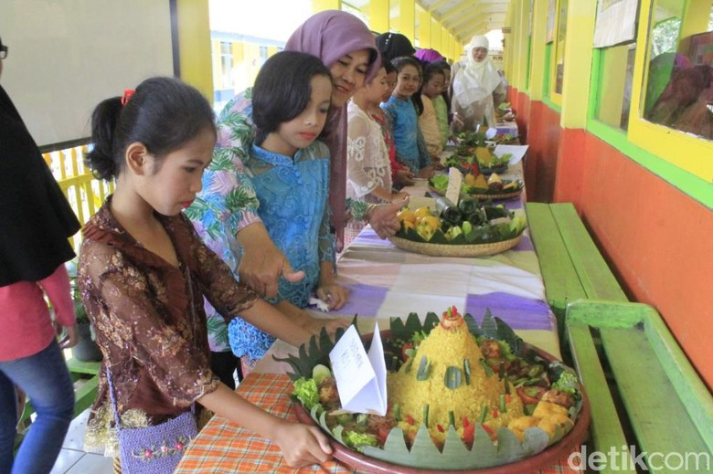 Suasana Ceria Siswa SD Cikopo Bandung Rayakan Hari Kartini
