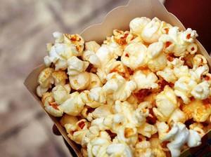 Sering Diledeki Anak Kecil, Curhat Penjual Popcorn Bioskop Ini Viral