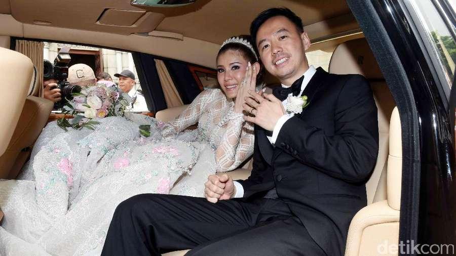 Resmi Menikah, Senyum Bahagia Olga Lidya dan Aris Utama