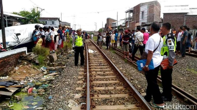 Seorang Ibu dan 2 Keponakan Tewas Tertabrak KA di Semarang