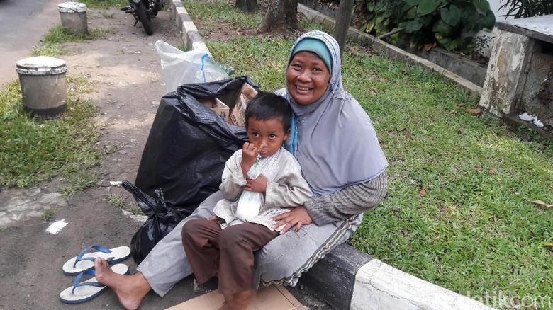Kisah Kartini Kernet Kopaja dan Pemulung Berjuang demi Keluarga