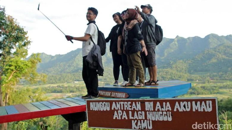Foto: Spot foto kekinian di Punthuk Setumbu (Randy/detikTravel)