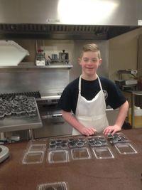 Anak Usia 12 Tahun dengan Down Syndrome Ini Buka Toko Cupcake Bersama Ibunya