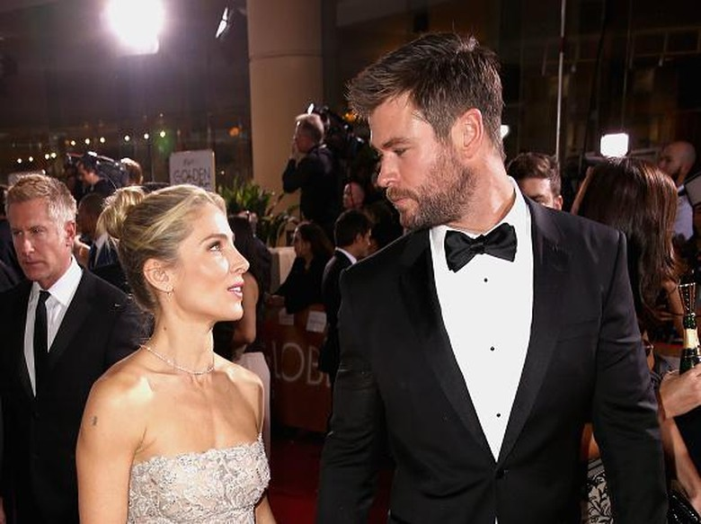 BEVERLY HILLS, CA - JANUARY 08:  Actors Elsa Pataky (L) and Chris Hemsworth attend the 74th Annual Golden Globe Awards at The Beverly Hilton Hotel on January 8, 2017 in Beverly Hills, California.  (Photo by Joe Scarnici/Getty Images for Moet & Chandon )