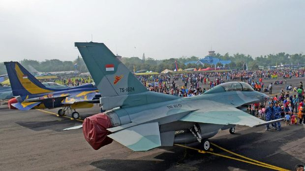 Pesawat F-16 milik Indonesia.