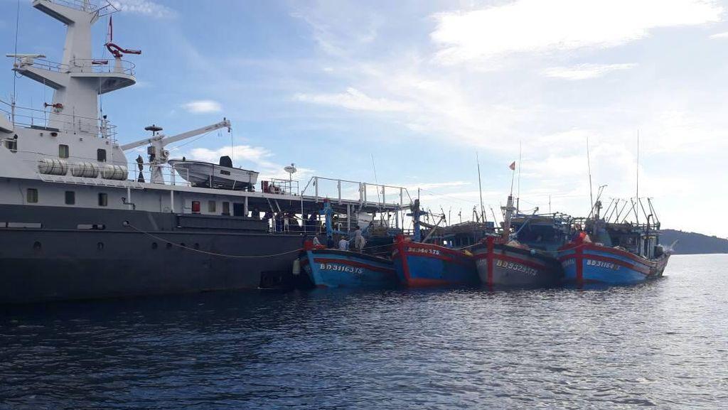 Susi Tenggelamkan Kapal Maling Ikan, Terbanyak dari Vietnam