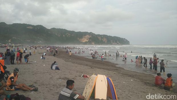 Suasana di Pantai Parangtritis, Bantul hari ini.