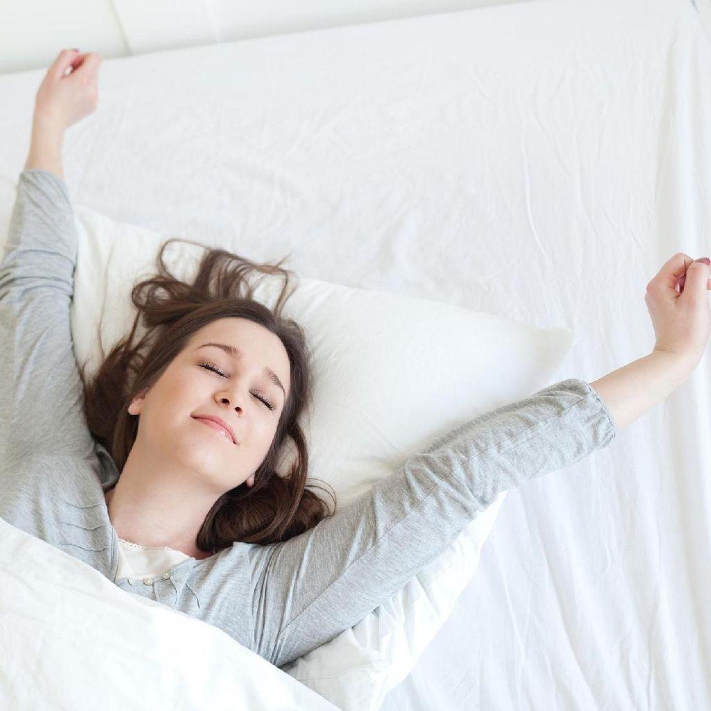 8 Gerakan Peregangan yang Bisa Kamu Lakukan Setelah Bangun Tidur