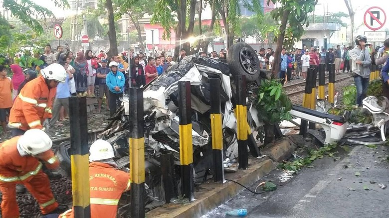 Xenia Tertabrak Kereta Karena Dugaan Mabuk, Polisi Tunggu Visum