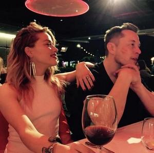 Setelah Johnny Depp, Amber Heard Kini Digugat Elon Musk Karena Embrio Bayi