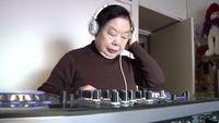 Nenak Pembuat Gyoza Berusia 83 Tahun Ini Jadi DJ di Malam Hari!