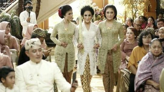 Ekspresi Bahagia Tarra Budiman di Momen Pernikahannya