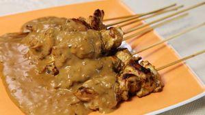 Mau Bikin Sate Ayam Bumbu Kacang yang Enak? Ini Triknya dari Chef