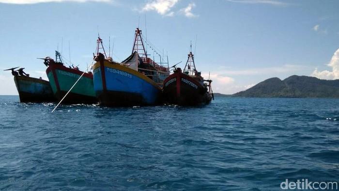 Untuk kesekian kalinya kapal ikan asing (KIA) Vietnam melakukan illegal fishing di Perairan Natuna. 4 Kapal ilegal itu berhasil ditangkap oleh Bakamla RI.