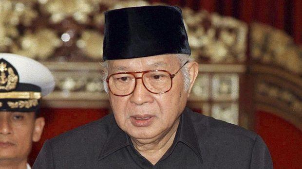 Presiden kedua RI sekaligus mantan mertua Prabowo, Soeharto.