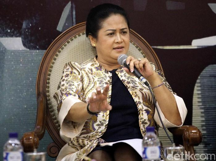 Connie Rahakundini Bakrie merupakan pengamat militer