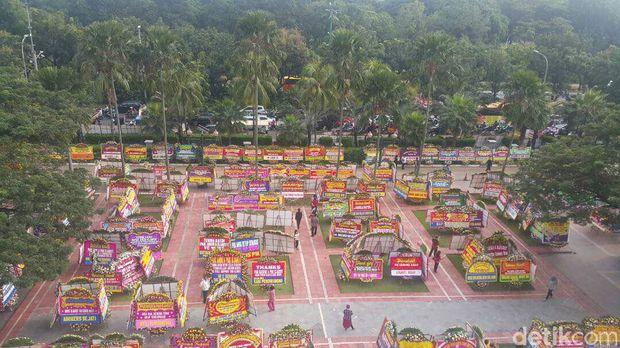 Balai Kota Dibanjiri Karangan Bunga untuk Ahok, Ini Kata Sandiaga