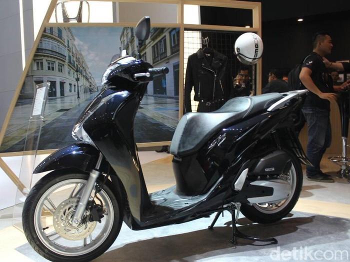Astra Honda Motor (AHM) sebagai agen pemegang merek motor Honda turut hadir di ajang Indonesia International Motor Show (IIMS) 2017. Di ajang ini, Honda meluncurkan 2 motor baru sekaligus.