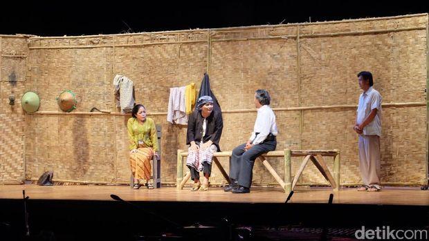 Merayakan 89 Tahun Kelompok Sandiwara Sunda Miss Tjitjih