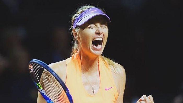 Maria Sharapova merayakan kemenangan di laga comeback-nya