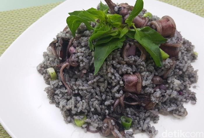 nasi goreng cumi hitam
