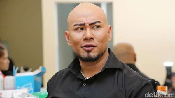 Sangar! Deddy Corbuzier Ngaku Diserang Fans Ayu Ting Ting