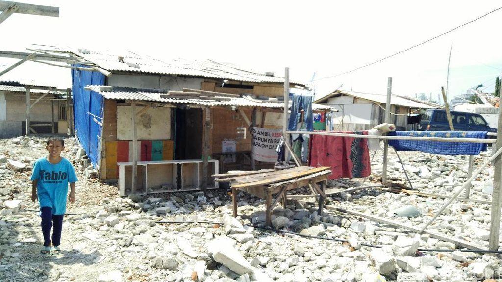 Miris! Melihat Kehidupan Warga Kampung Akuarium di Tenda