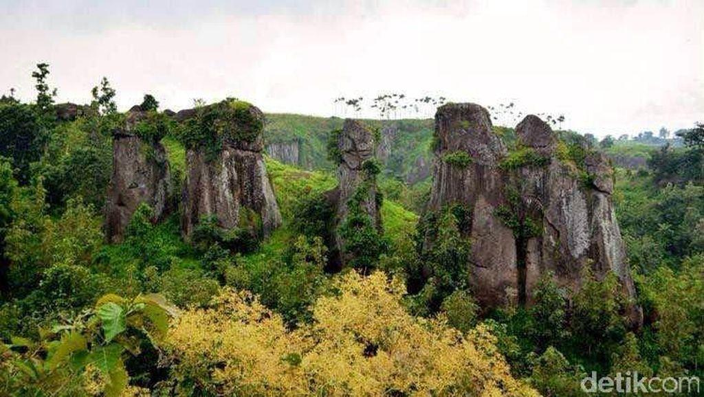 Foto-Foto Kembaran Stonehenge dari Bondowoso